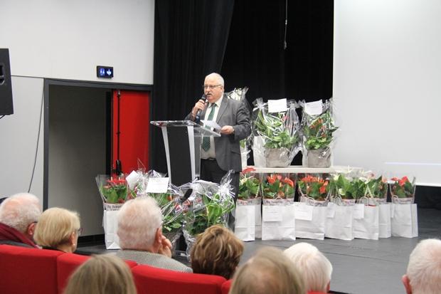 Le maire Jean François Egron félicite les participants et gagnants du concours