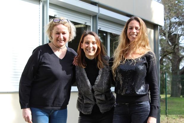 de gauche à droite: Ingrid et Elodie, créatrices d'Hédissoha et Sophie, vice-présidente et coordinatrice