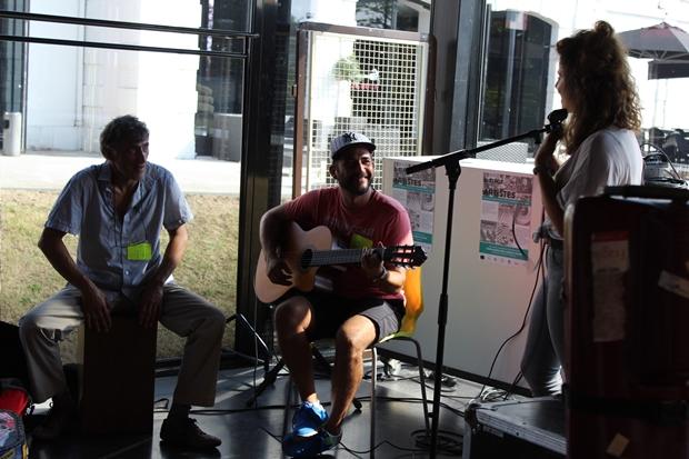 Musiciens en showcase au Rocher de Palmer pour le 1er Bistrot des artistes