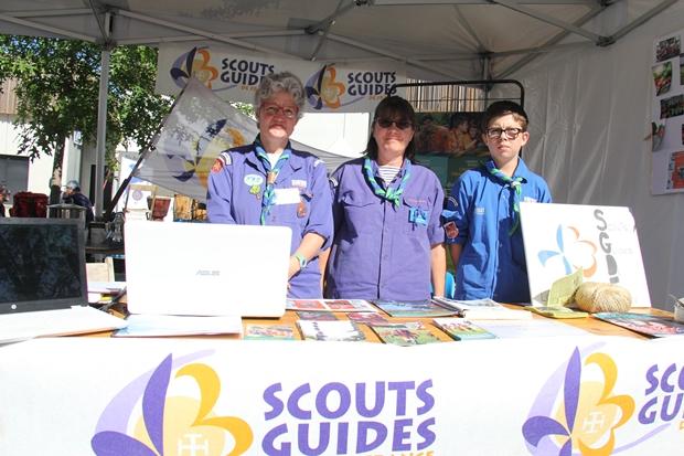 L'équipe locale des scouts guides de France