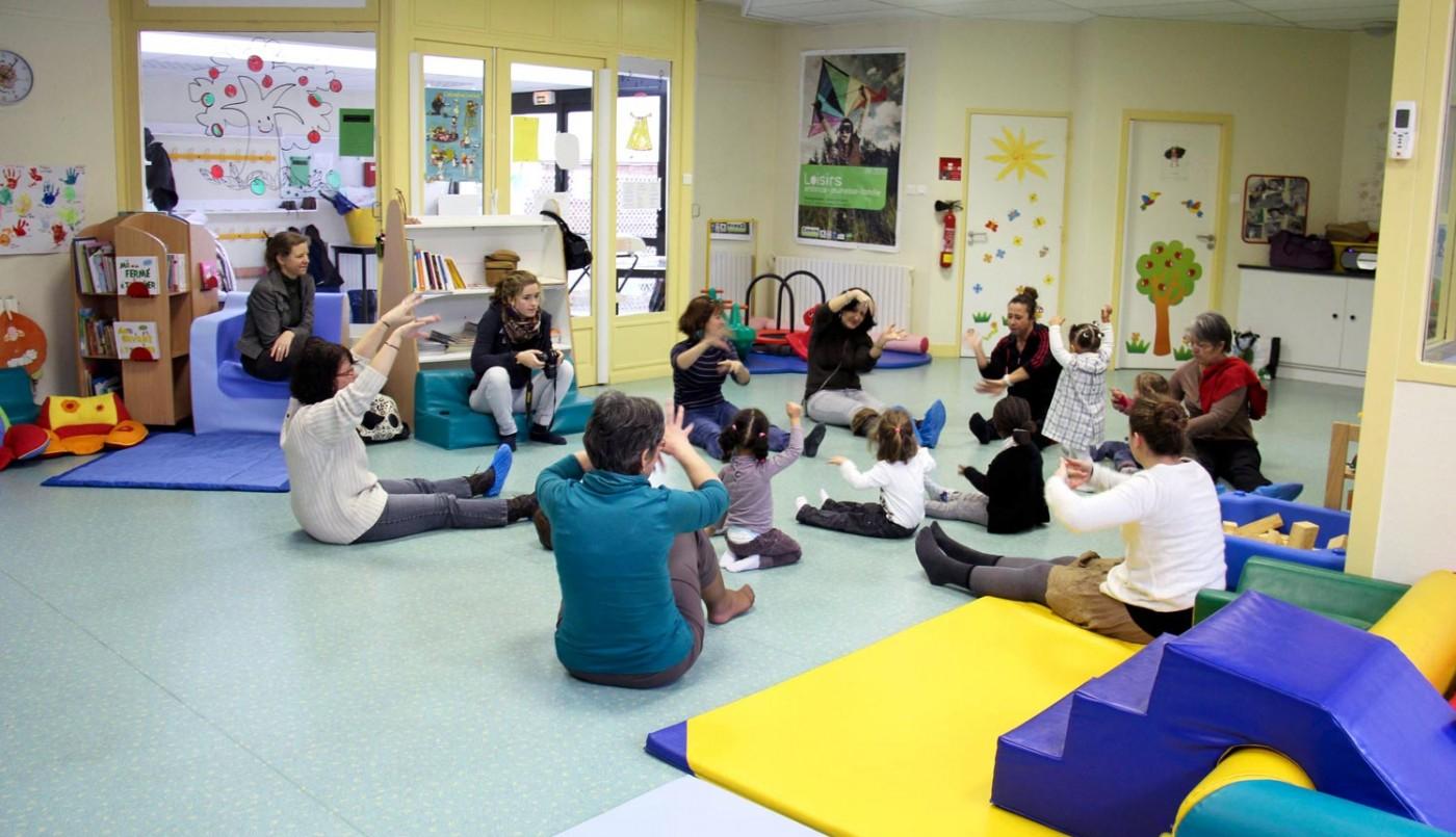 Relais d'Assistantes Maternelles Parents Enfants (R.A.M.P.E)